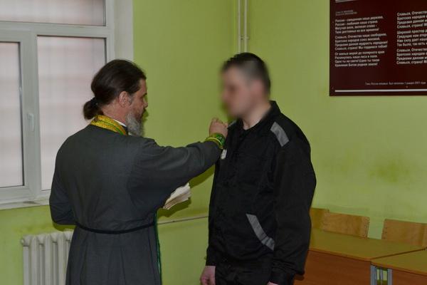 Осужденные приняли крещение во время отбывания наказания