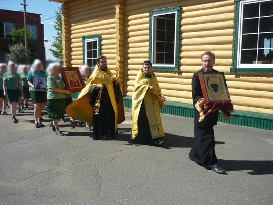 Крестный ход с иконой Николая Чудотворца состоялся в ИК-12
