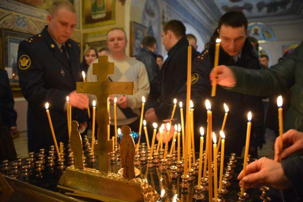 Панихида по сотрудникам уголовно-исполнительной системы, погибшим при исполнении служебного долга, прошла в Троицком соборе
